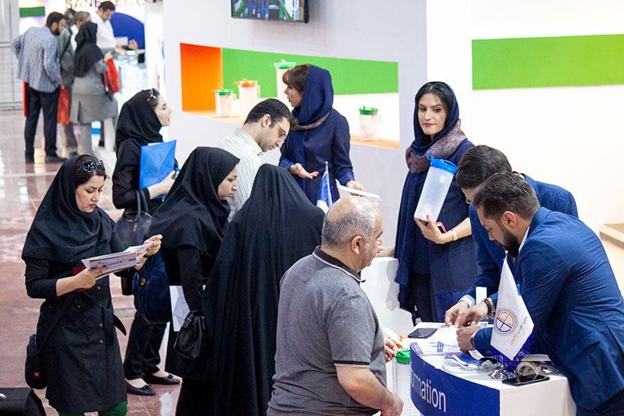 مصاحبه با همکاران و مدیران مخازن طبی آبادیس در نمایشگاه ایران هلث ۹۸